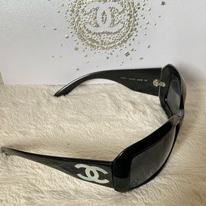 Chanel Black Sunglasses Iconic Mother Of Pearl CC